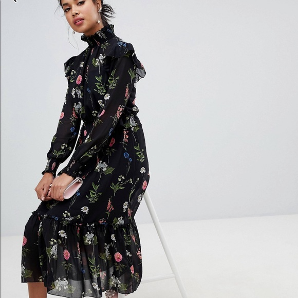 Ted Baker Dresses & Skirts - Ted Baker rare midi dress sold out everywhere 💃🏼